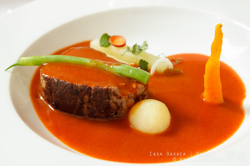 Filete de res con mole amarillo | Casa Oaxaca